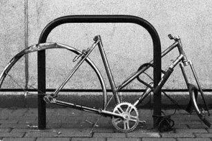 大白天,我自行车后轮又不见了