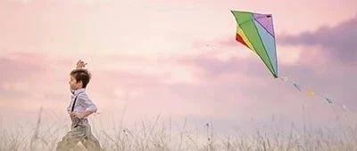 我在风中奔跑,把心跑成一只风筝