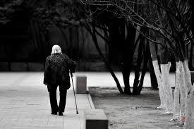 望着老奶奶的背影,我认定她是天使