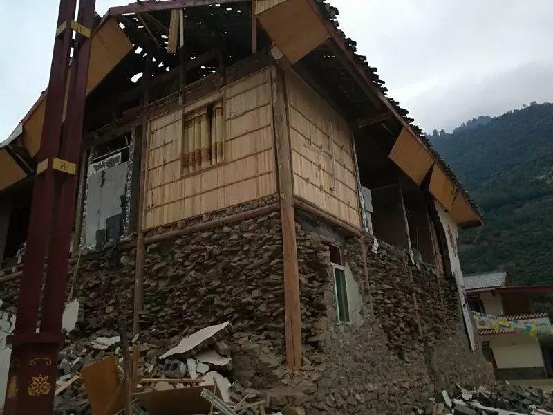 全家游九寨沟直面地震:我们活着回来了