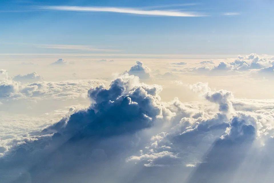 云彩般的见证人